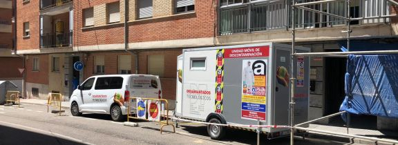 Trabajos en un bloque de viviendas en el barrio de Pizarrales de Salamanca