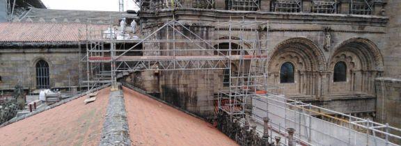 Trabajos en el Claustro de la Catedral de Santiago de Compostela