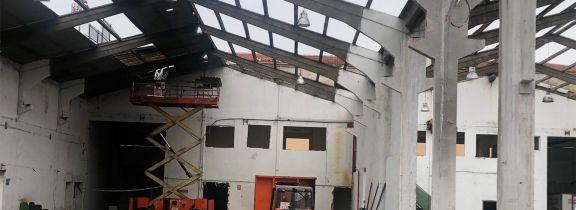 Demolición de nave en el Polígono de Argales en Valladolid