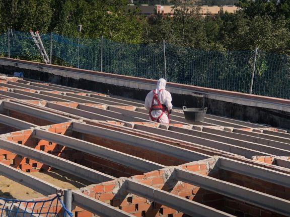 Trabajo de Desamiantados en el Instituto Ribera de Castilla de Valladolid