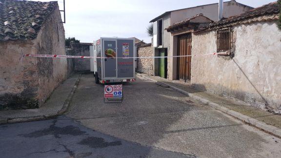 Trabajo de retirada de uralita en Fuentesauco de Fuentidueña, en Segovia